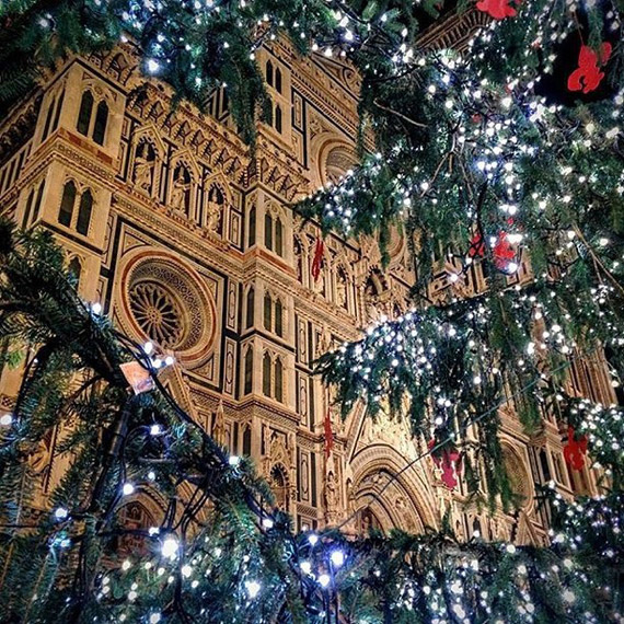 The Christmas air makes Florence even more beautiful! Cathedral of Santa Maria del Fiore - photo credit @andyfi03