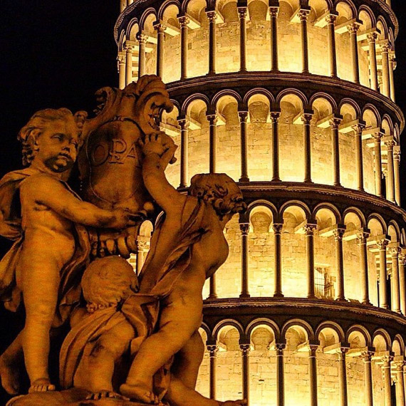 The Leaning Tower in Pisa at night - photo credit @giusivapi