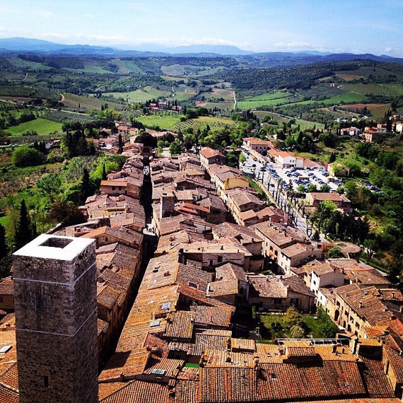 A panoramic view of San Gimignano and surroundings - photo credit @malpka.martin