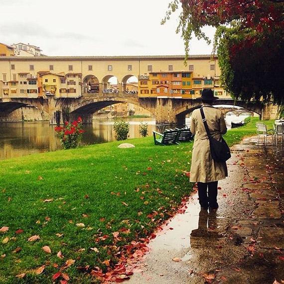 Ponte Vecchio non perde il suo fascino neanche nelle giornate di pioggia! - photo credit @tuscanybuzz