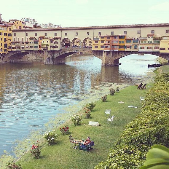 Sunbathing on the banks of the Arno, a few meters from the Ponte Vecchio, is priceless! - photo credit @grazieateblog